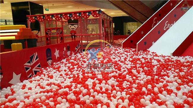 安徽安庆市大观区汇峰广场红色百万海洋球池